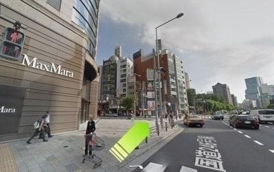 マックスマーラ前の道路
