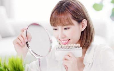 白い歯を見る女性